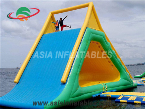 Customized Inflatable Slide Splash at Water Park