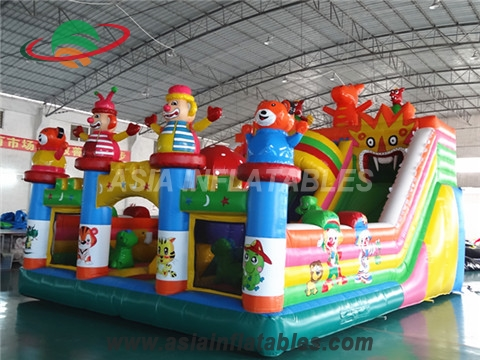 Outdoor Inflatable Giant Cartoon Playground